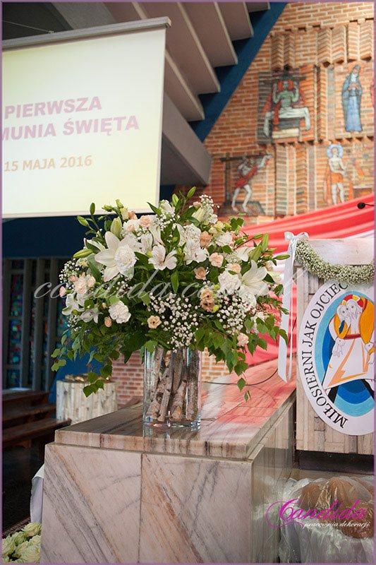 dekoracja kościoła na Komunie 52