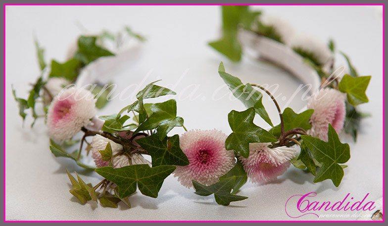 opaska komunijna z kwiatów 31, opaska komunijna ze stokrotek i hedery, wianki komunijne